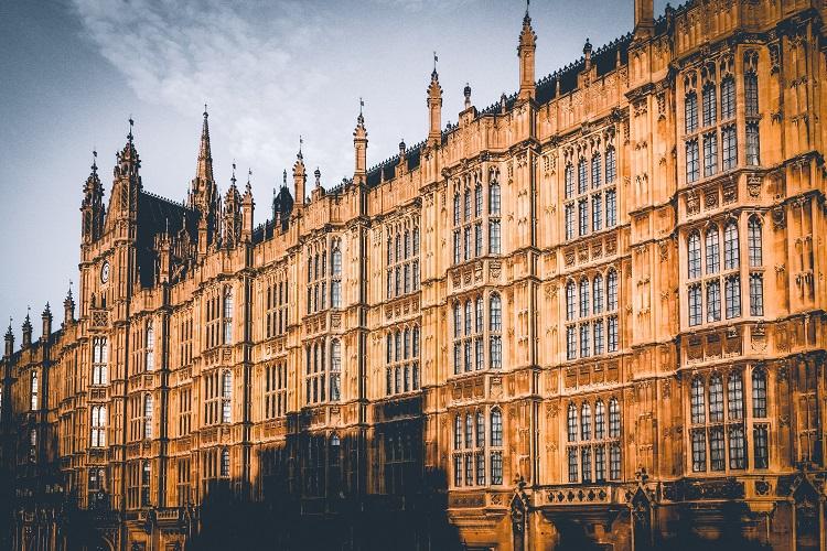 Európai kitekintés: nehéz helyzetben a brit bankok